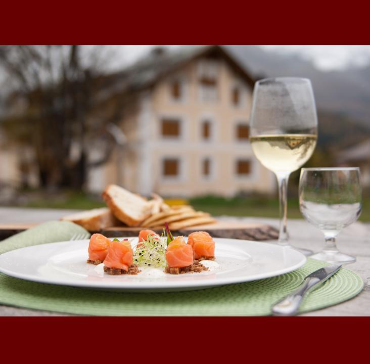 salmon-rolls-JapaneseWine-rosselladegradi-Web